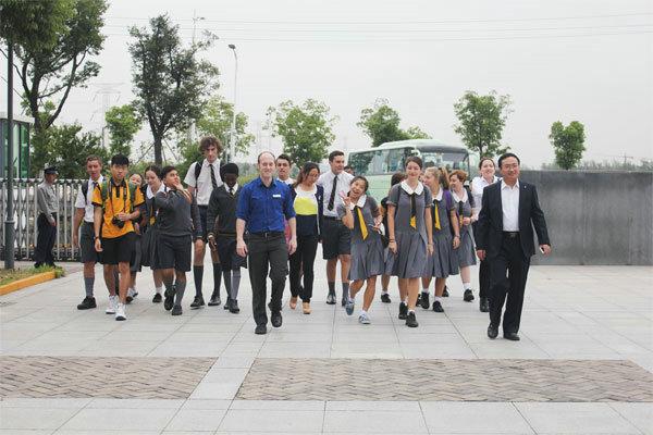 一 -扬州树人学校  .该校对学生的校服,行为和学习要求非常严格,学图片