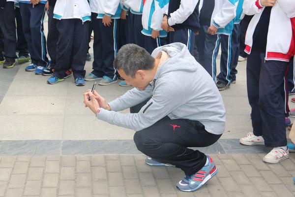 杨智广同学吹奏陶笛曲《天空之城》   戴浩宇同学演奏萨克斯曲《走过