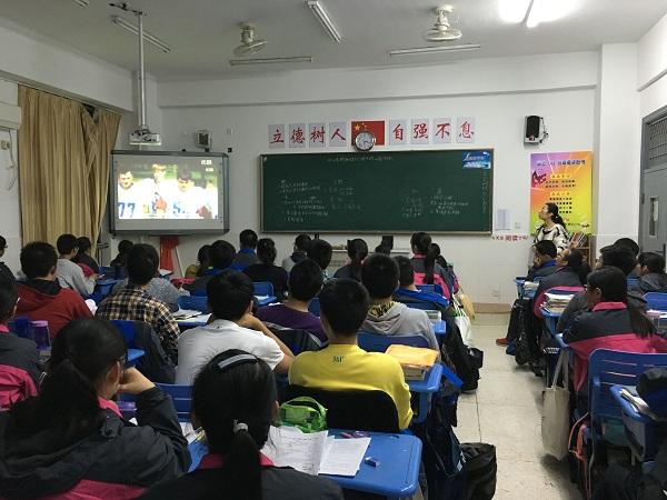 高三年级举行期中考试表彰与总结主题班会 -扬州树人学校