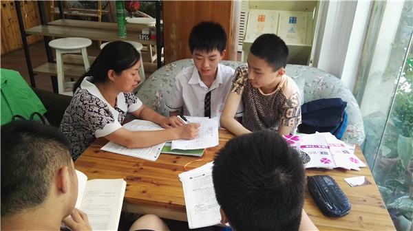 我校南门街校区语文老师深入学生学习共同体