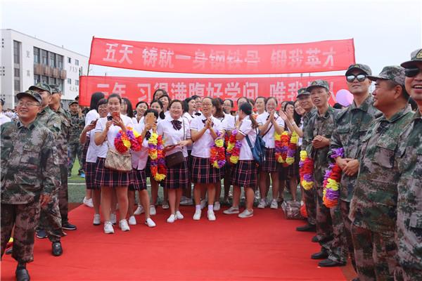 妈妈团身着校服重返校园-扬州树人学校图片