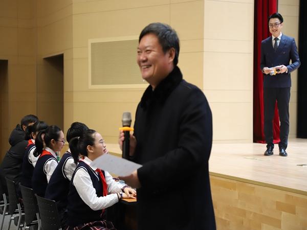 22陸建軍校長宣布辯論冠軍——九龍湖.jpg